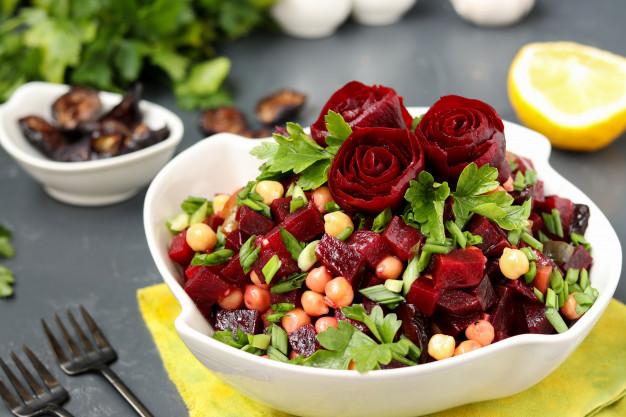 10 receitas de saladas refrescantes para o verão