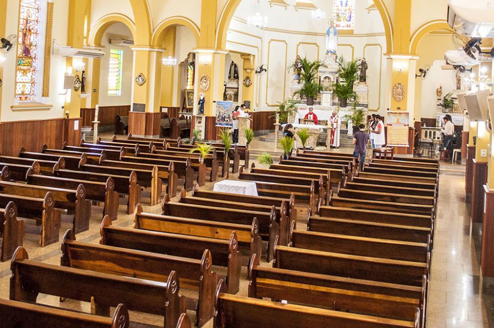 Pe.Silvio Pawak e Monsenhor José Maria Nogueira celebram, pela primeira vez, uma Missa de Ramos apenas pela internet - Foto: C. Roberto Francisquini