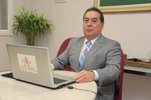 Dr. Paulo Eduardo Akiyama é formado em economia e em direito desde 1984. É palestrante, autor de artigos, sócio do escritório Akiyama Advogados Associados e atua com ênfase no direito empresarial e direito de família