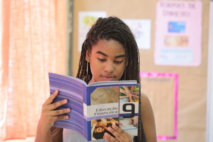 A educação financeira promove mudanças de comportamento com maior efetividade nos jovens e crianças