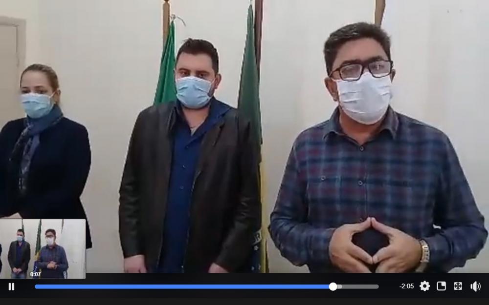 Acompanhado pelo Secretário de Saúde Francisco e pela Enfermeira Carolina Bittencourt, prefeito de Cambará José Salim Haggi Neto anuncia terceiro caso de covid-19 em Cambará