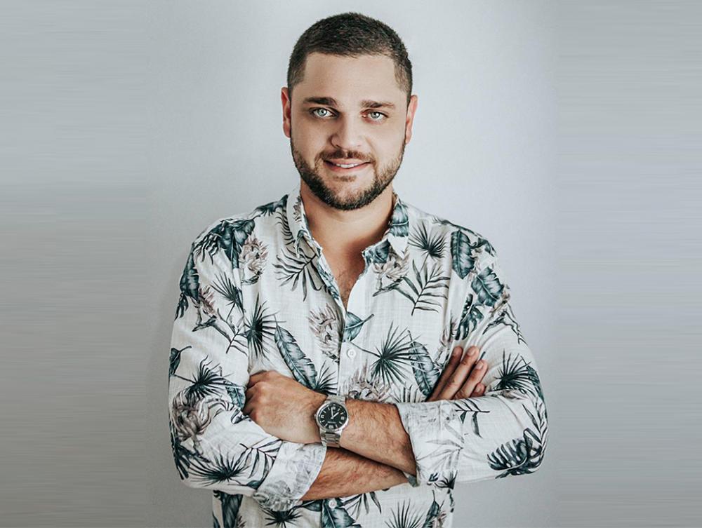 HENRY OLIVEIRA SE EXIBE NA INTERNET NO DIA 13