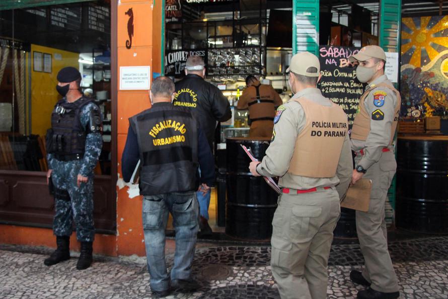 OPERAÇÃO FECHA COMÉRCIO E APREENDE CONTRABANDO EM CURITIBA