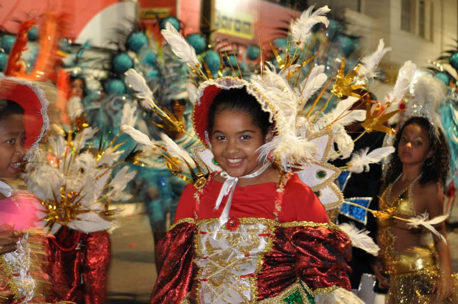 Escola de Samba agitou folia de Momo em Cambará
