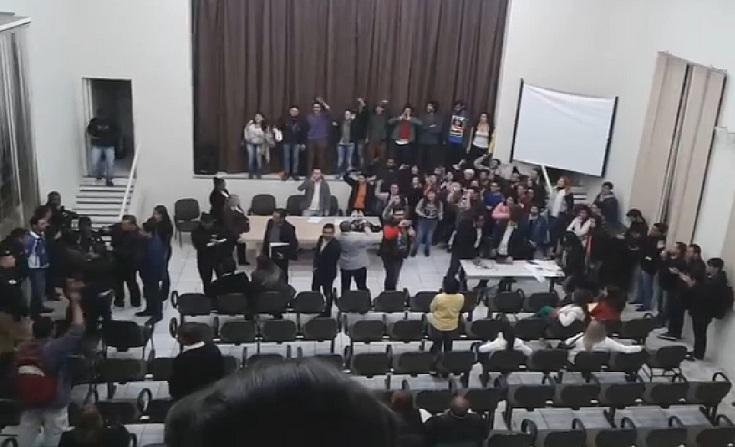 Aos gritos de fascista, Diego Garcia é expulso da UENP