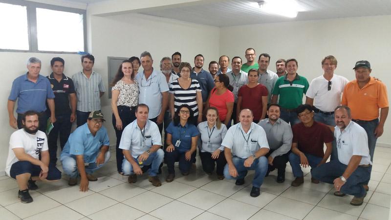 Sicredi e Integrada Cooperativa Agroindustrial promovem educação financeira para agricultores