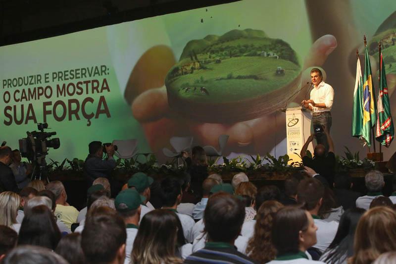 Agronegócio do Paraná dá exemplo para o Brasil, afirma Richa