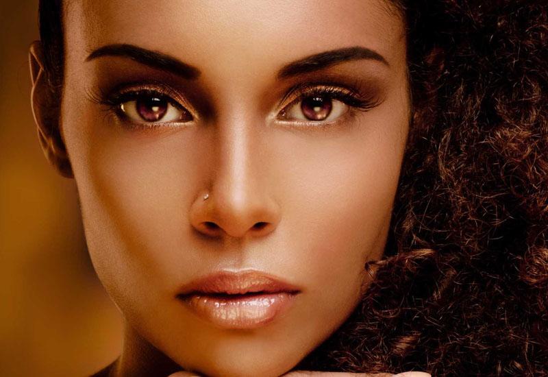 Aprenda cinco dicas básicas de maquiagem para a pele negra